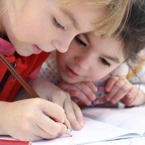 kinderen tekenen