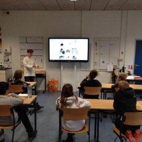Denise Abbas in de klas
