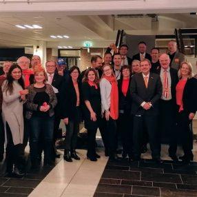 raadsleden in het oranje